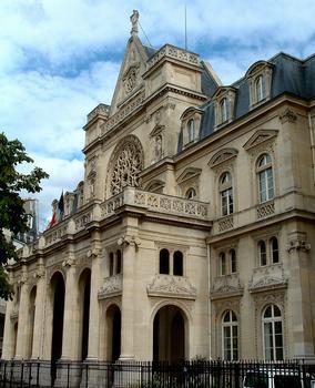 Paris - Mairie du 1er arrondissement : Architecte: Jacques-Ignace Hittorff. Construit de 1858 à 1860, 4, place du Louvre