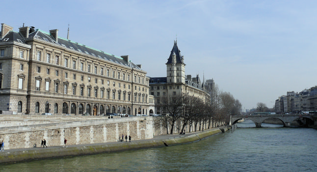 Saint-Michel Bridge & Palais de Justice