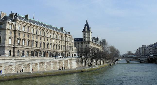 Paris 1er arrondissement - Le pont Saint-Michel et le Palais de Justice côté quai des Orfèvres : Paris 1 er arrondissement - Le pont Saint-Michel et le Palais de Justice côté quai des Orfèvres