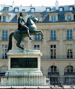 Place des Victoires - La statue de Louis XIV par François-Joseph Bosio réalisée en 1822