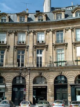 Place des Victoires - Détail de la façade