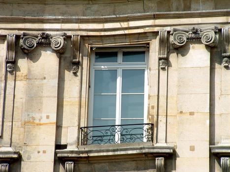 Place des Victoires - Fenêtre - Détail