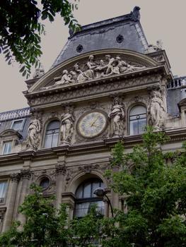 Immeuble du Crédit Lyonnais : 17-23 boulevard des Italiens - Façade du boulevard des Italiens - Avant-corps central imité du Louvre