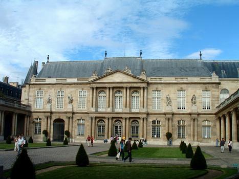 Paris - Musée de l'Histoire de France - Hôtel de Soubise (architecte: Pierre-Alexis Delamair) construit de 1705 à 1709 - 60, rue des Francs-Bourgeois - Façade sur la cour d'honneur