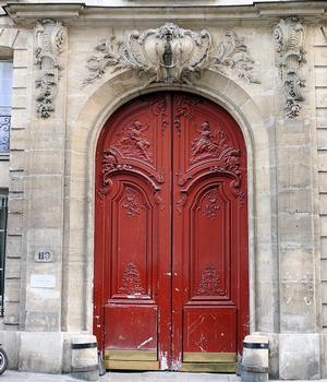 Paris 3 ème arrondissement - Hôtel d'Hozier - Portail décoré par le sculpteur Antoine Fauquière avec des vantaux représentant Mars et Minerve