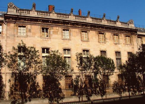 Paris - 1, 3 rue de Sully - Grand Arsenal (Bibliothèque de l'Arsenal) - Façade sur le boulevard Morland - Partie centrale