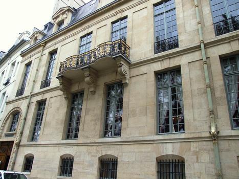 Paris - Île Saint-Louis - Hôtel de Lauzin - Façade sur le quai d'Anjou