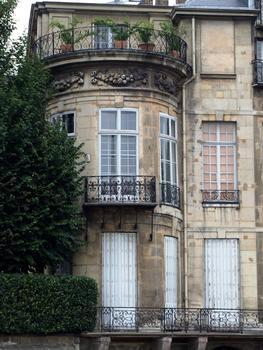 Paris - Île Saint-Louis - Hôtel Lambert - Extrémité de l'hôtel vers la Seine - Détail