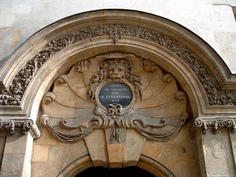Paris - Hôtel de Châlon-Luxembourg - Détail du portail sur la rue Geoffroy-l'Asnier