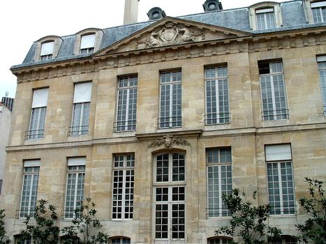 Paris - Hôtel Le Brun (49, rue du Cardinal-Lemoine) - par l'architecte Germain Boffrand (1700)