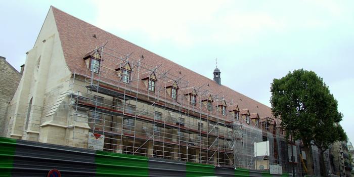 Paris - Collège des Bernardins (24 rue de Poissy) - Le bâtiment des moines et la sacristie (ancienne caserne de pompiers) en cours de restauration
