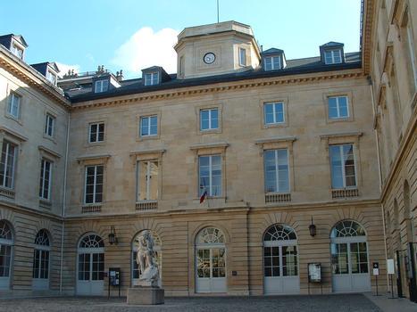 Paris - Collège de France - Cour vers la rue des Ecoles construite par Chalgrin en 1774-1780