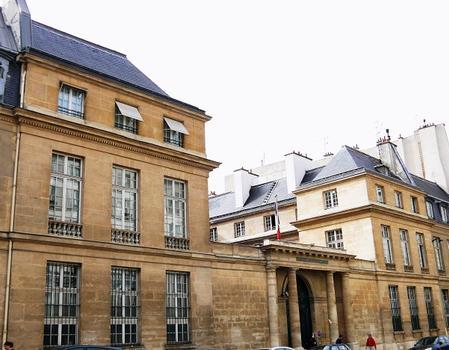 Paris - Caserne de la Garde Républicaine