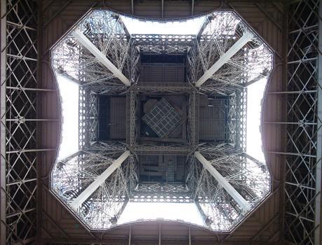 Tour Eiffel - Vue par-dessous