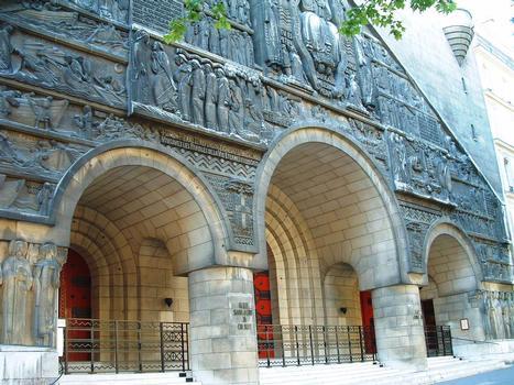 Paris 8ème arrondissement - Eglise Saint-Pierre-de-Chaillot - Façade côté rue