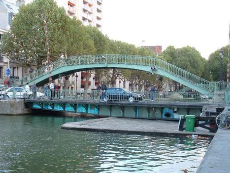 Canal Saint-Martin, Paris Pont tournant de la rue Dieu et passerelle Alibert