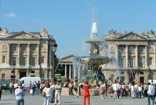 Place de la Concorde, Paris Fontaine Nord, Hôtel de la Marine et Hôtel de Crillon, église de la Madeleine