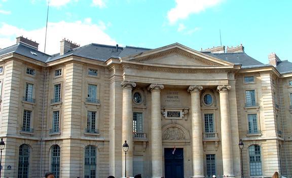 Paris - Faculté de Droit, 5 place du Panthéon - Façade principale construite par Soufflot