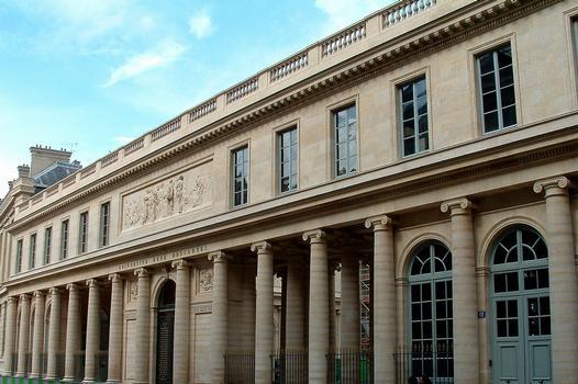 Paris - Université René Descartes (ancienne académie de chirurgie, faculté de médecine) - Façade sur le rue de l'Ecole-de-Médecine