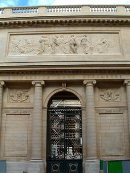 Paris - Université René Descartes (ancienne académie de chirurgie, faculté de médecine) - Portail d'entrée sur la rue de l'Ecole-de-Médecine