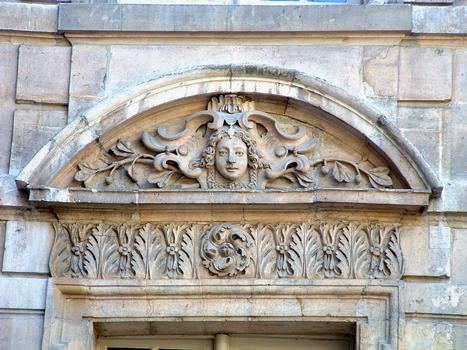 Paris - Hôtel de Sully - Décoration d'une fenêtre