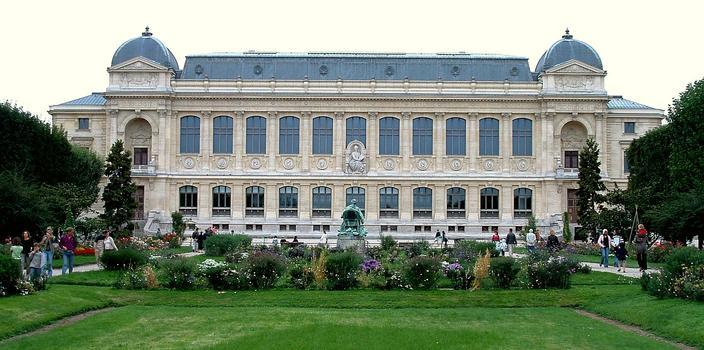 Paris - Museum National d'Histoire Naturelle - Jardin des plantes - Galerie de zoologie par l'architecte Jules André (1877-1889) et réaménagée par Chemetov et Huidobro (1994)