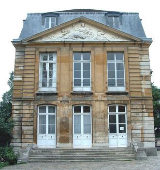 Paris - Museum National d'Histoire Naturelle - Jardin des plantes - Ancien hôtel de Magny réalisé par l'architecte Pierre Bullet vers 1700 - Façade Nord