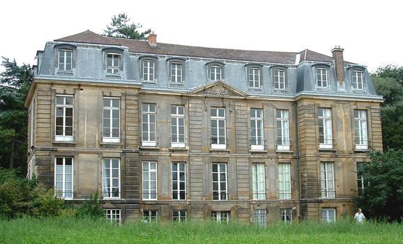 Paris - Museum National d'Histoire Naturelle - Jardin des plantes - Ancien hôtel de Magny réalisé par l'architecte Pierre Bullet vers 1700 - Façade Nord-Est