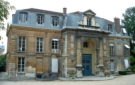 Paris - Museum National d'Histoire Naturelle - Jardin des plantes - Ancien hôtel de Magny réalisé par l'architecte Pierre Bullet vers 1700 - Façade Sud-Ouest