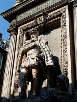 Temple de l'Oratoire - Chevet - Monument à la mémoire de l'amiral de Coligny, assassiné le nuit de la Saint-Barthélémy 1572