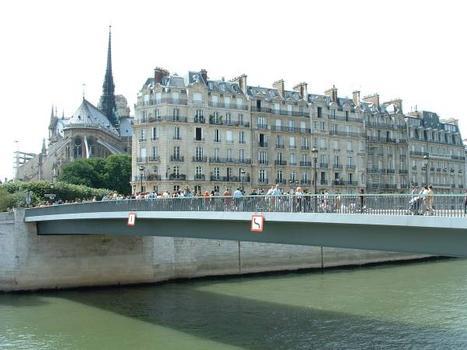 Pont Saint-Louis et chevet de la cathédrale Notre-Dame