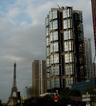 Paris - Tour Totem 55 quai de Grenelle par Pierre Parat et Michel Andrault