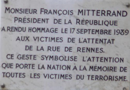 Immeuble Félix Potin - Plaque commémorative de l'attentat du 17 septembre 1986 ayant fait 6 morts dans le magasin
