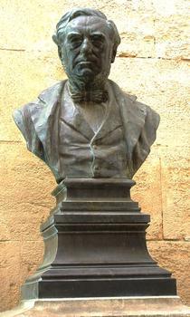 Statue de Paulin Talabot se trouvant dans le hall de la gare de Nîmes