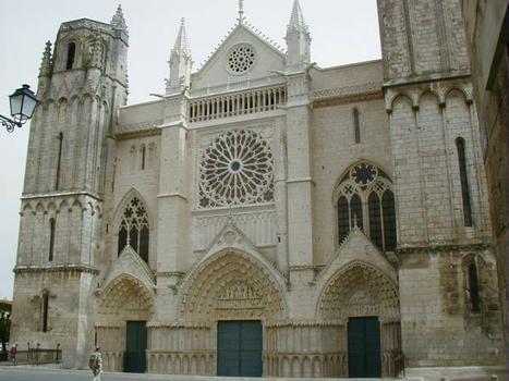 Cathédrale Saint-Pierre de Poitiers.Façade occidentale