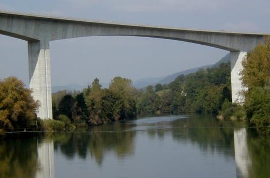 Viaduc de Poncin (A40) sur l'Ain. Travée de 150m