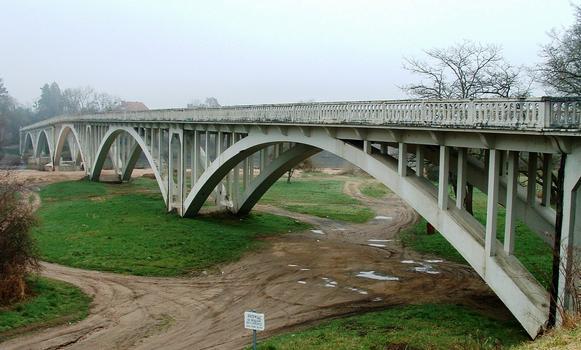Pont du Fourneau - Ensemble vu de la culée rive gauche