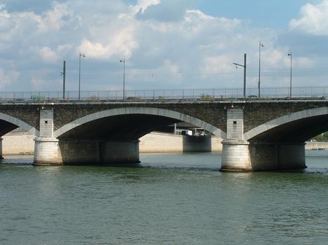 Paris - Pont National - Pont ferroviaire construit en 1853-1854 côté aval - Une travée