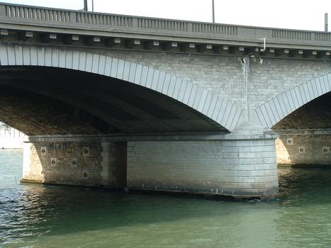 Paris - Pont National - Une pile en Seine