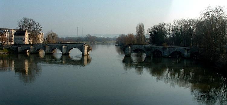 Old bridge at Limay