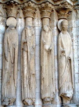 Provins - Eglise Saint-Ayoul - Façade occidentale - Portail central - Statues-colonnes de droite