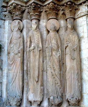 Provins - Eglise Saint-Ayoul - Façade occidentale - Portail central - Statues-colonnes de gauche