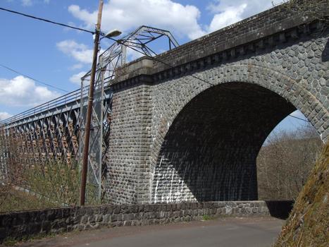 Viaduc des Fades - La culée en rive droite près de la halte