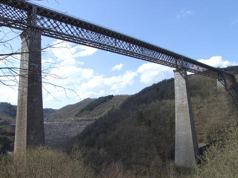 Viaduc des Fades - Le viaduc avec la travée supplémentaire et le barrage de Besserve