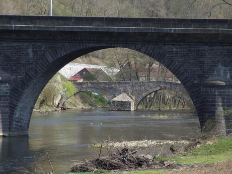 Strassen- und Römerbrücke in Menat