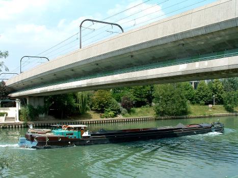 RER AMarne Bridge