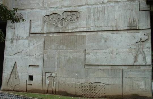 Cité radieuse, RezéMur avec empreintes
