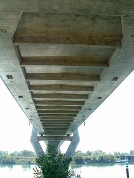 Pont à haubans entre Tarascon et Beaucaire - Sous-face du tablier avec les poutres transversales