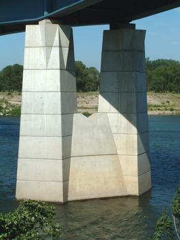 Pont Saint-Esprit - Nouveau pont - Une pile dans le Rhône