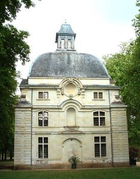 Château de Richelieu - Le dôme, un des rares bâtiments subsistant. Il faisait partie des communs du château